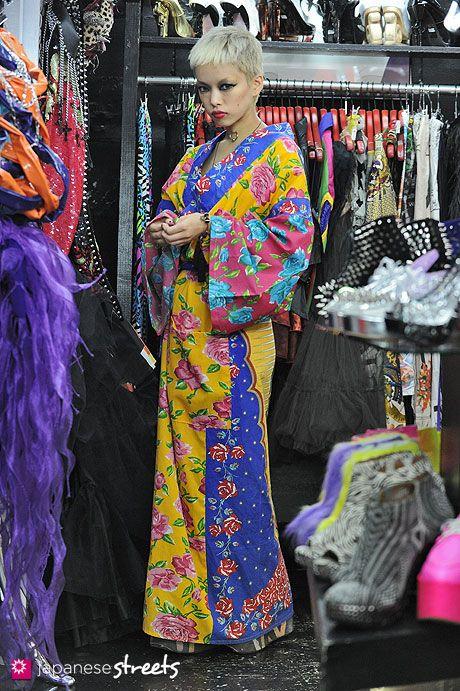 121008,2575 , Japanese street fashion in Harajuku, Tokyo (DOG,Moonspoon  Saloon