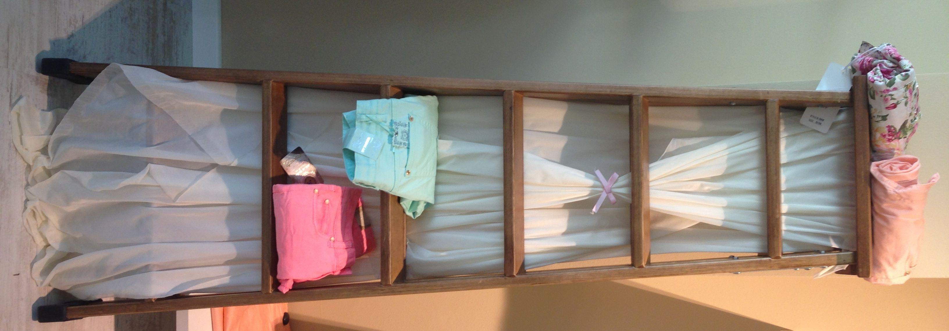 Escalera, detalle dulce para tienda de ropa