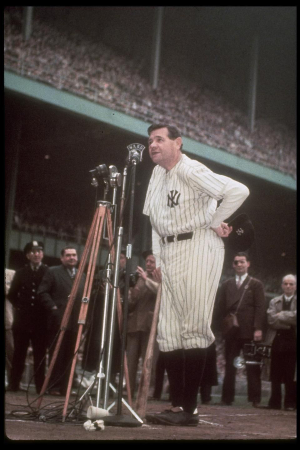babe ruth thanks the crowd during his final public appearance in babe ruth thanks the crowd during his final public appearance in pinstripes 13