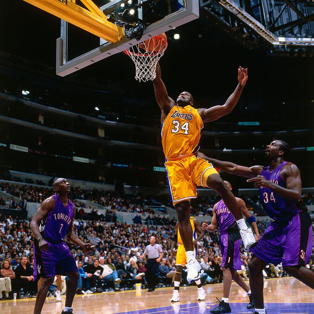 Los Angeles Ca Nov 21 Shaquille O Neal 34 Of The Los Angeles Lakers Dunks The Ball Against The Toronto Raptors On November 21 2 Shaquille O Neal Nba Shaq