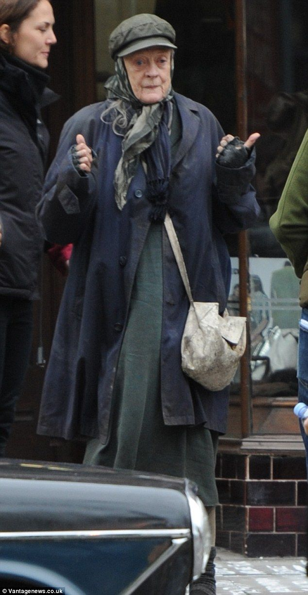 Make Under Dame Maggie Smith Has Been Transformed Into A Homeless Woman For Her New Film Role Maggie Smith Character Role Maggie