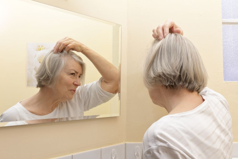 Why Is My Hair Falling Out? 10 Likely Causes (With images ...