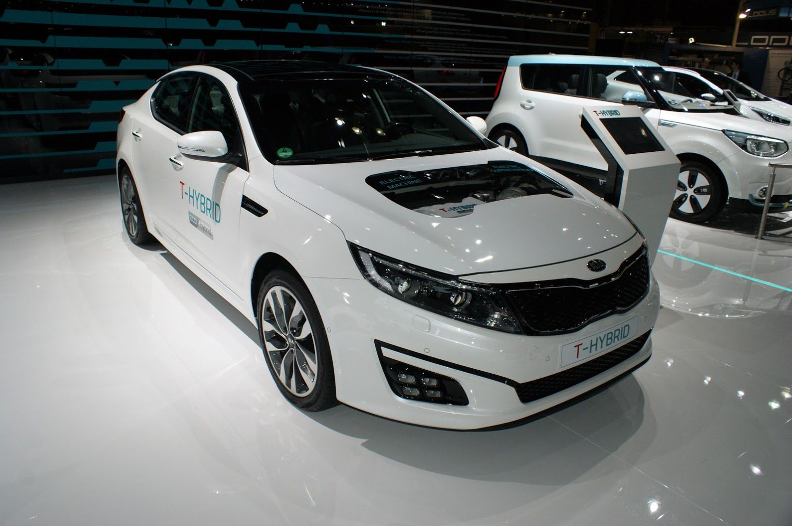 Korea s kia is showcasing a new diesel electric powertrain on the optima t hybrid concept at the 2014 paris auto show