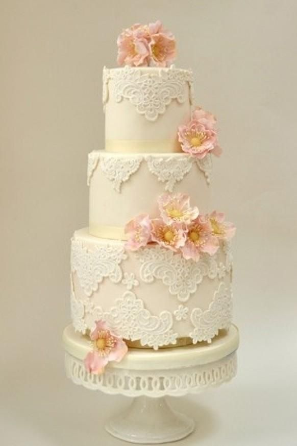 Weddbook ♥ Chic Lace Wedding Cakes with cake stands. Vintage ...