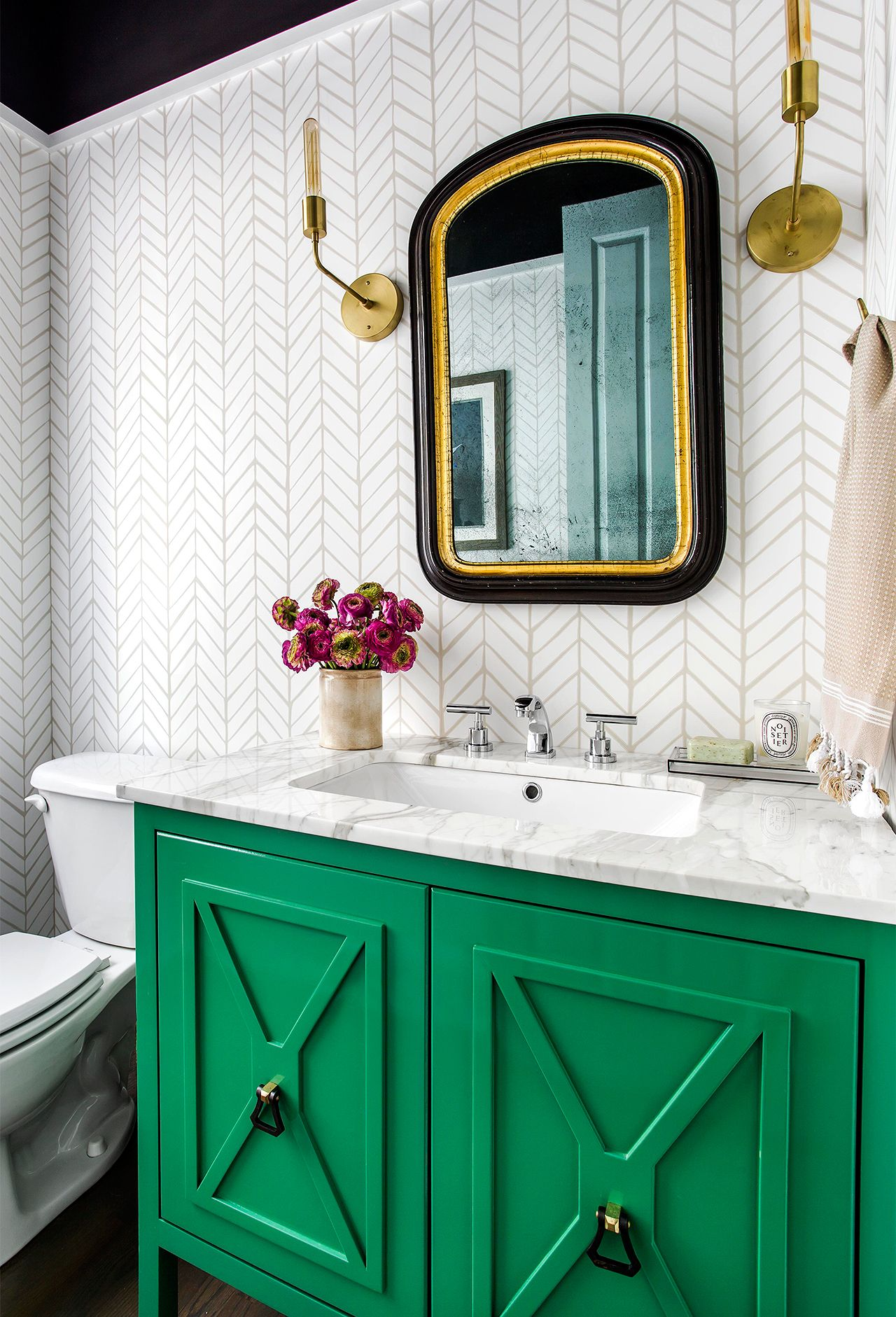 These 8 Bathroom Trends Will Be Everywhere In 2019 Transitional Bathroom Decor Green Vanity Bathroom Design