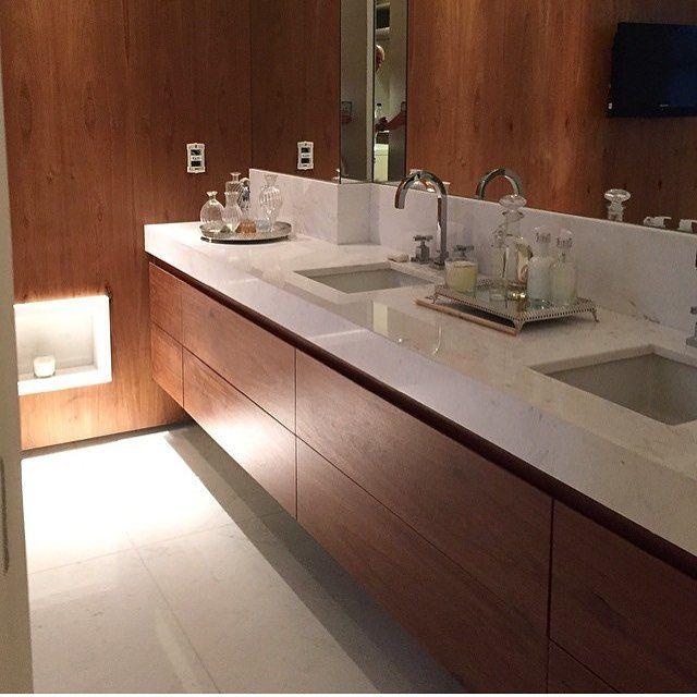 Banheiros Decorados Com Duas Cubas : Banheiro destaque para a bancada com duas cubas e madeira