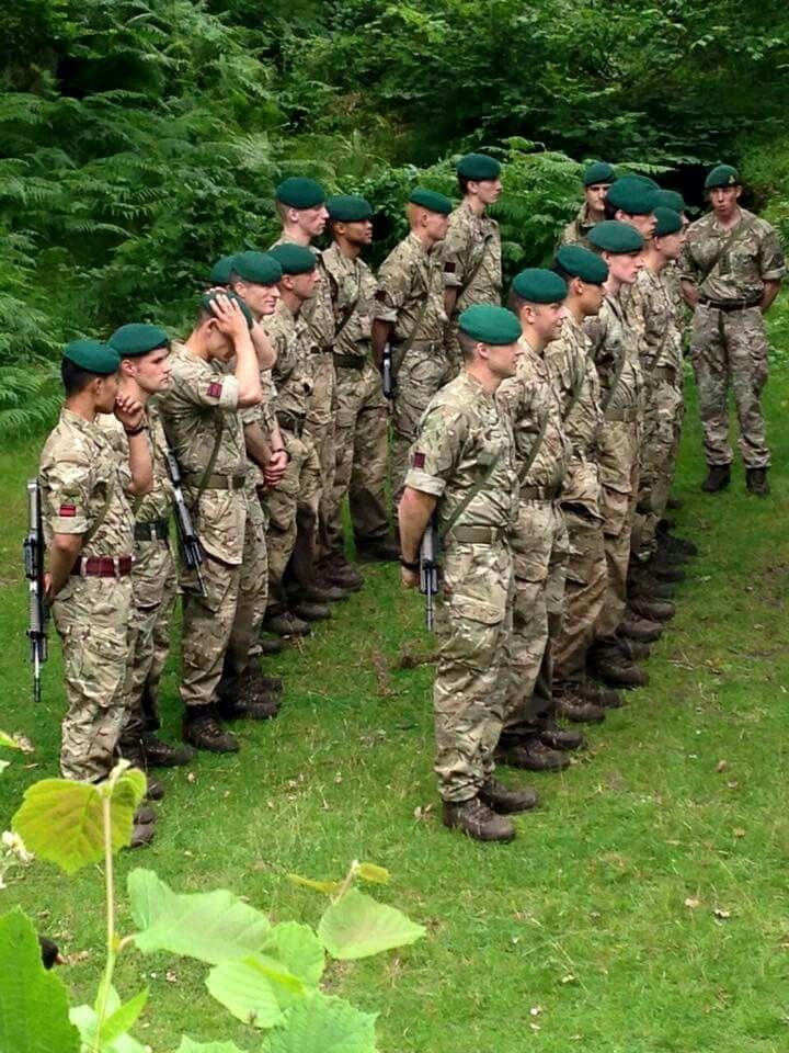 At long last the green commando beret...