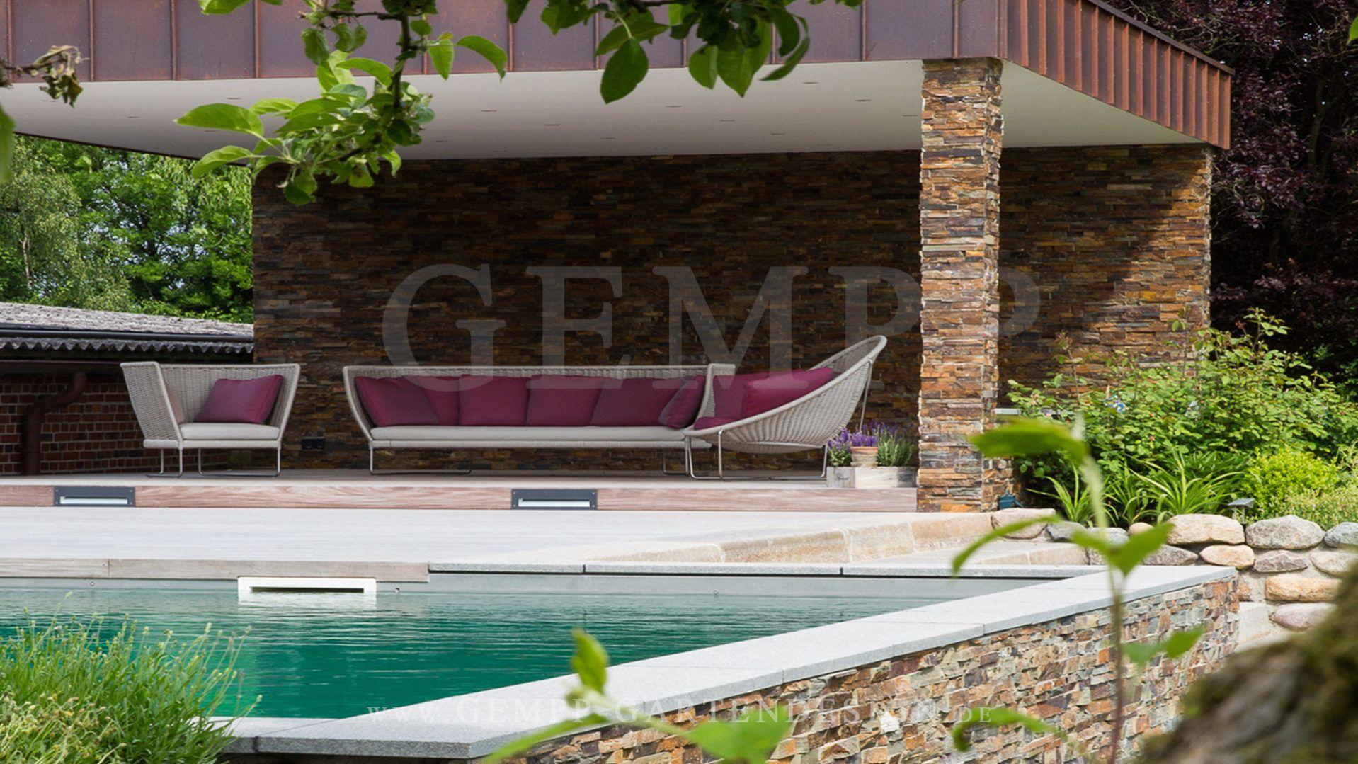 Moderne Gartengestaltung Mit Pool, überdachtem Freisitz Und  Design Gartenmöbeln #garten #pool #