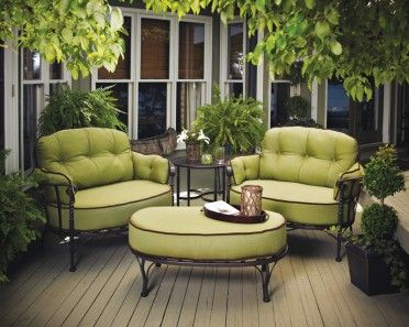 I would love this set for the patio. Looks so comfy.