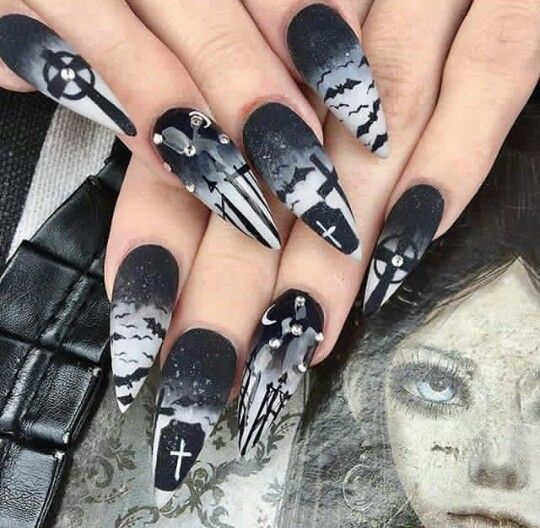 By Banessavlanco Goth Nail Art