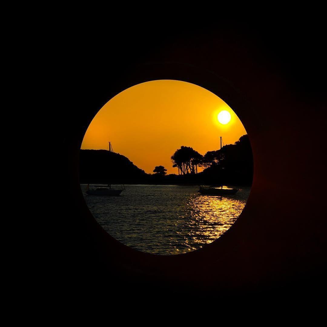 Parece que ya va siendo hora de descansar y el sol ya se va... Pues desde el ojo de buey ya lo puedo contemplar  #vsco #vscocam #galicia #galiciavisual #galiciagrafias #loves_galicia #lovely #pontevedra #love #galiciagrafias #igers #igersspain #igerspontevedra #movilgrafias #movilgrafiadeldia240316 #communityfirst #primerolacomunidad #visitspain #vscocamnature #cies #monumentalspain #sun #sunset #vigo #MiMomentoPerfecto #lumix @lumix_fotografia