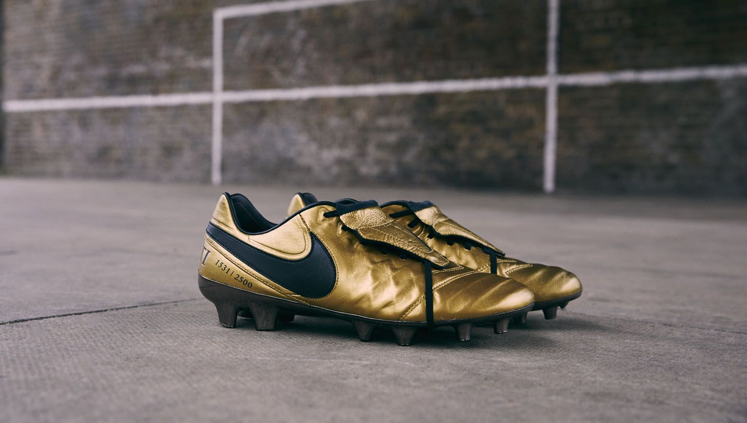 online store ff45c 42ffa A Closer Look at the Nike Tiempo Totti X Roma | Soccer ...