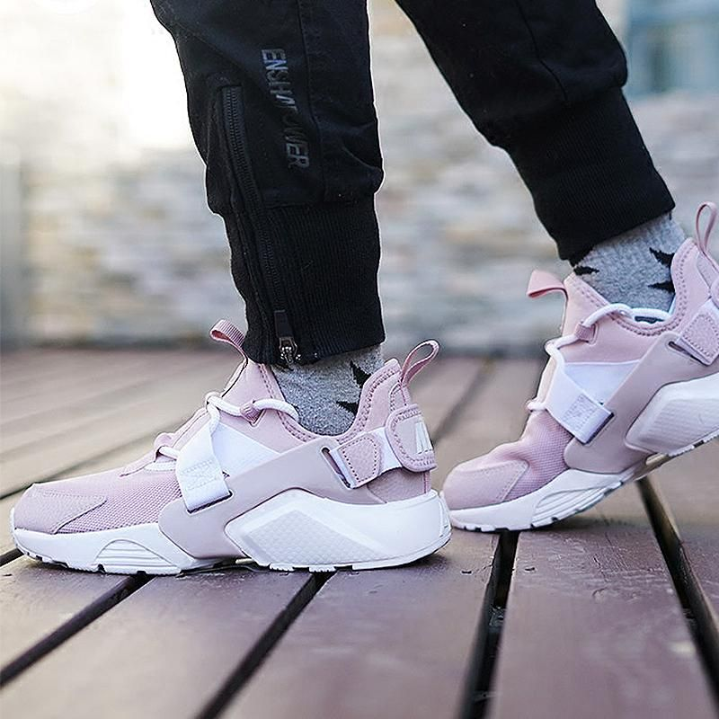 5831492256a56 NIKE AIR HUARACHE CITY LOW PARTICLE ROSE SNEAKER AH6804 600