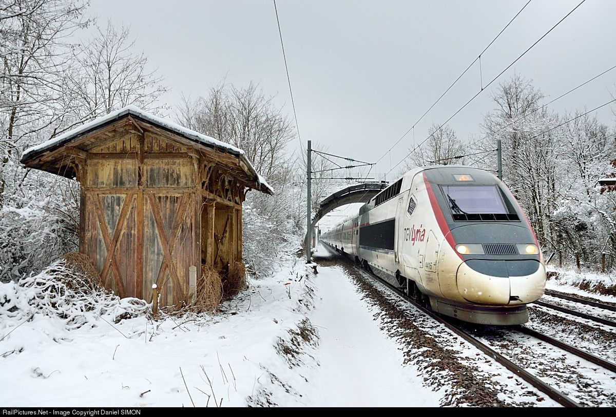 FRENCH TRAIN : YELLOW TGV FOR MAIL dieulois