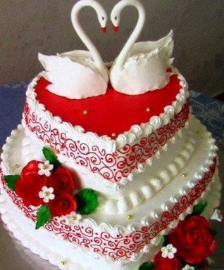 Pin By جبنا التايهة On حلويات شرقية وغربية Happy Anniversary Cakes Valentine Cake Beautiful Cakes