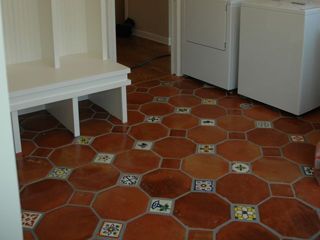 Spanish tile floors an installation with spanish tiles for Spanish style floor tiles
