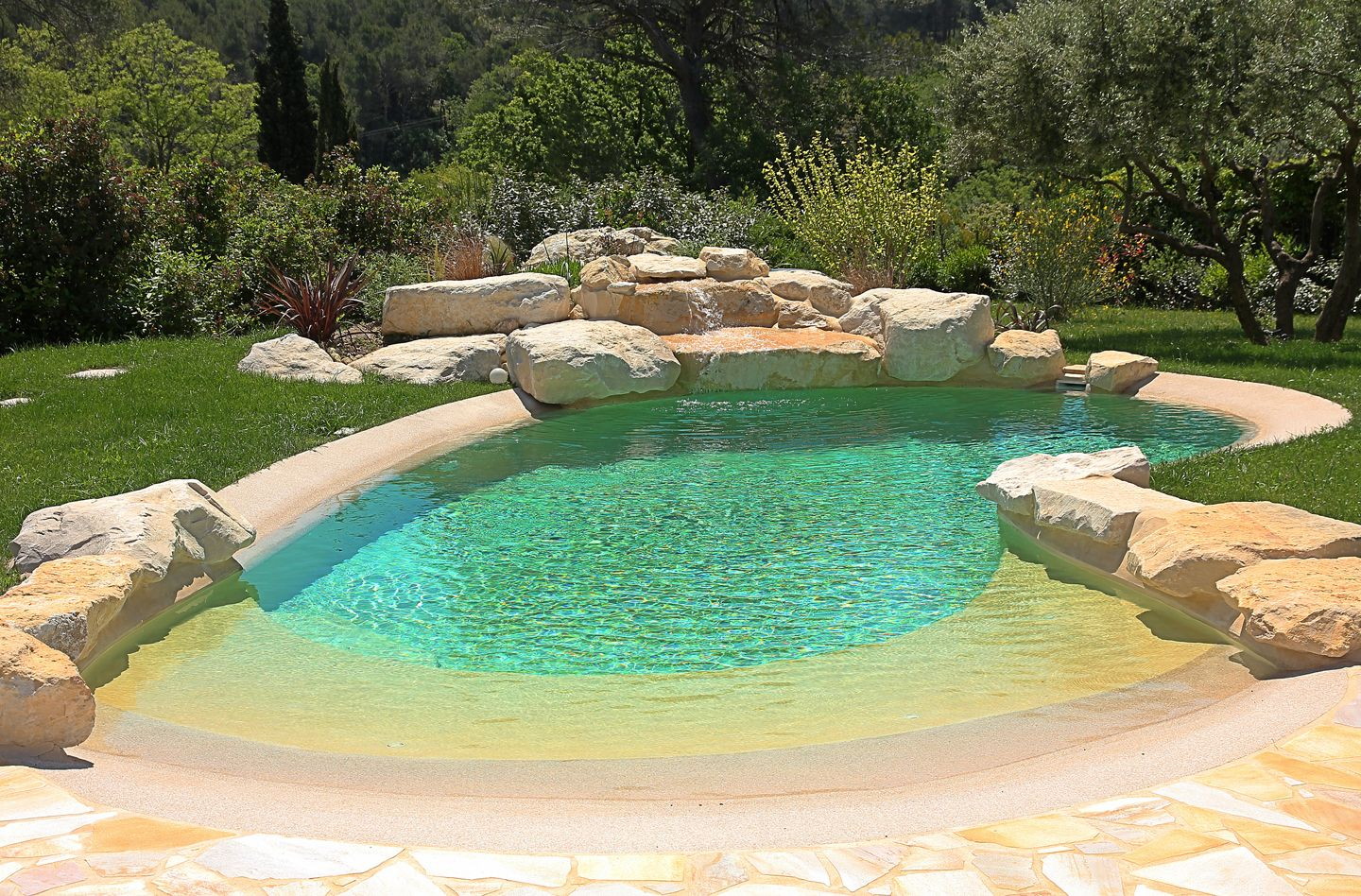 Piscine Iloe Small Beach Entry Pool With Rock Surrounds Is Great For A Small