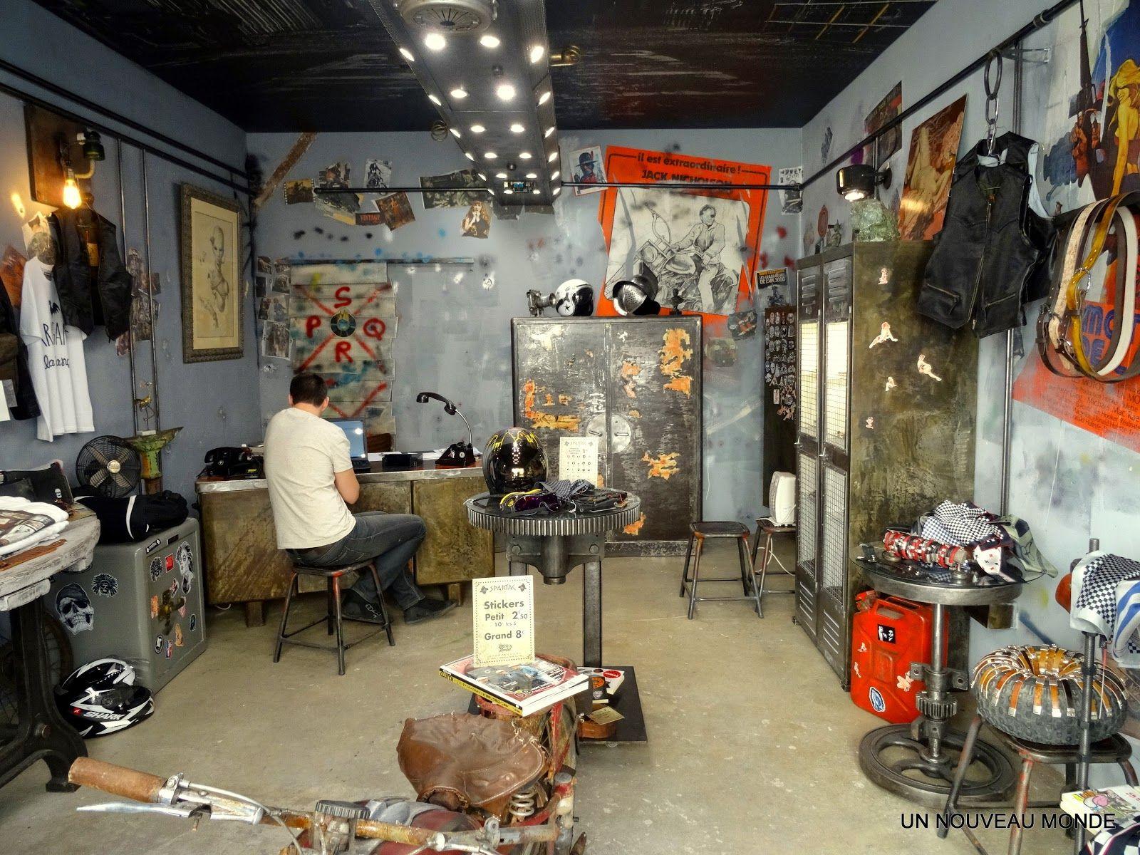 Ameublement Du Magasin Au Sou D Or Di Spartac A Beziers Avec Images Ameublement Mobilier De Salon Decoration Interieure