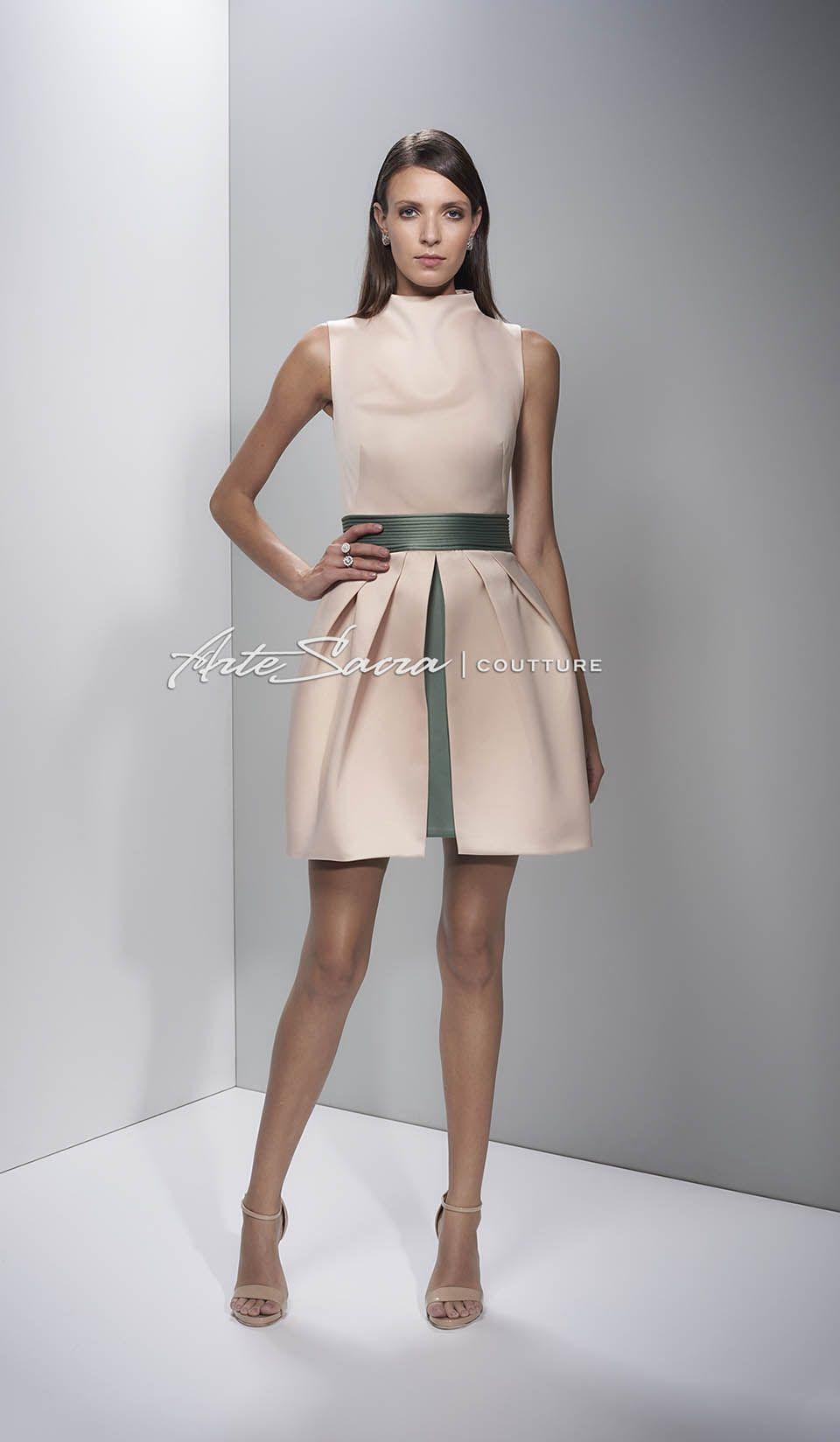 Vestido de formatura curto para convidada. Clique e confira mais 28 modelos de vestidos de formatura e muitas dicas para formandas e convidadas.