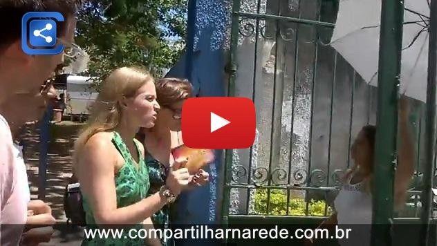 Sob vaias, Angélica e Globo são obrigados a deixar universidade no Rio