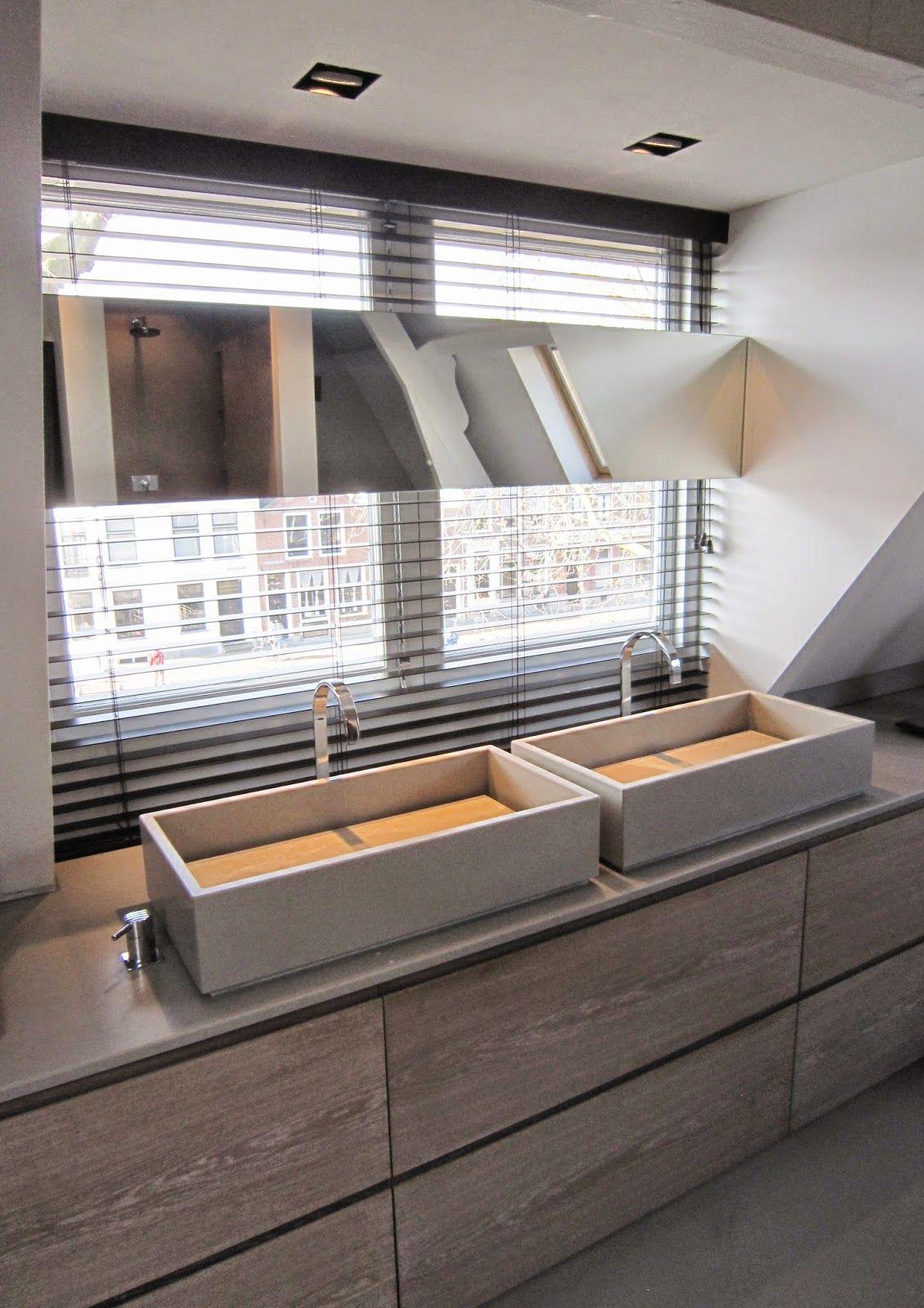 remy meijers. Origineel met spiegel en wastafels voor een raam ...