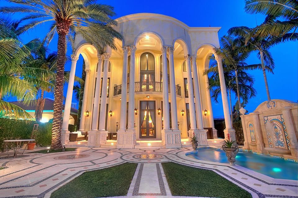 Versace Miami Mansion Sells For 41 5m To Jordache Group Mansions Miami Mansion Versace Mansion