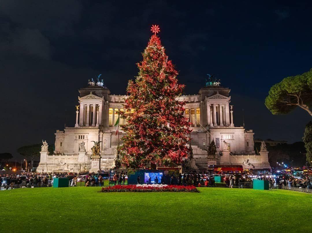 Rome A Noel Piazza #Venezia in #Rome #Christmas #Noel