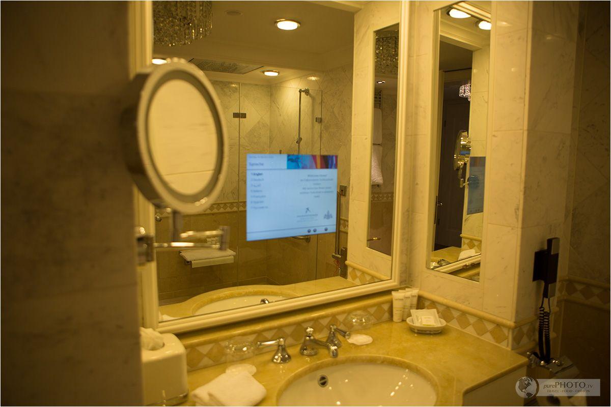 Bathroom With Tv Ein Schloss Am Worthersee Falkensteiner Schlosshotel Velden In Osterreich Zimmer Suiten Austri Hotels Runde Badezimmerspiegel Hotel