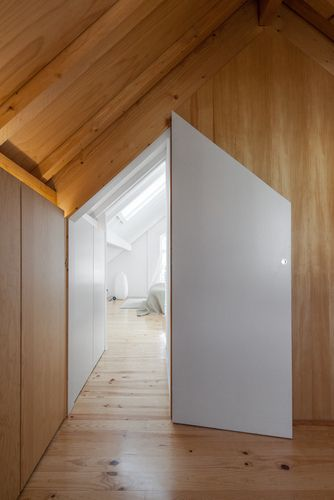 tiago do vale arquitectos; the three cusps chalet