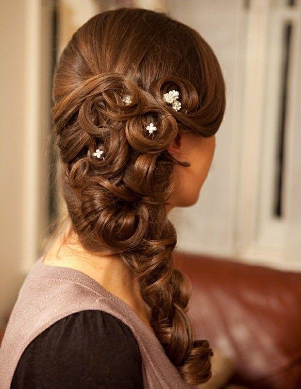 Seitlicher Zopf Frauen Haare Stylen Hochzeitstag Hochzeitsfrisur