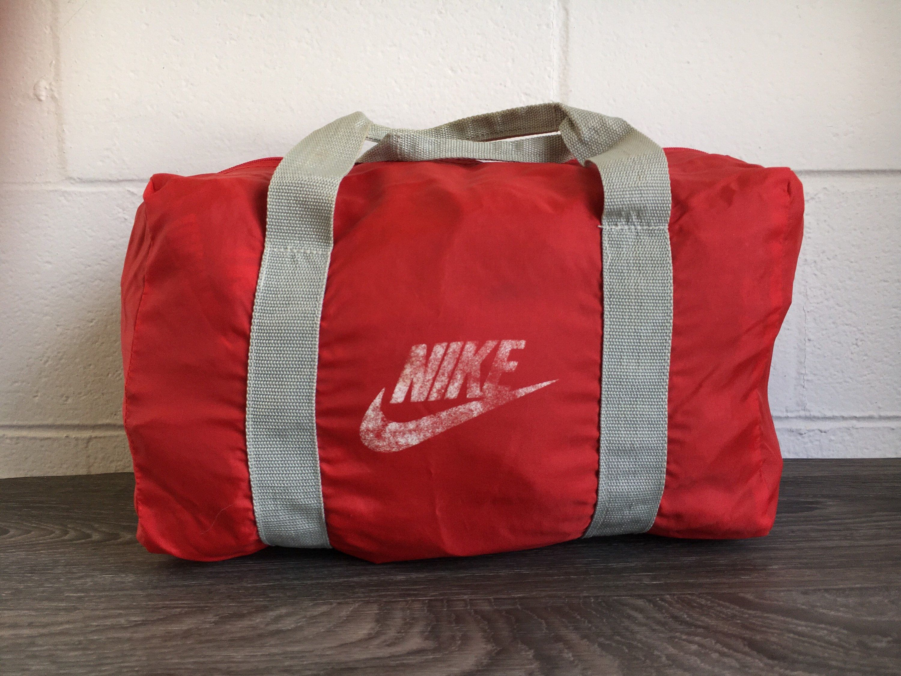 NIKE DUFFLE Bag 80 s Vintage Grey Tag Gym Travel Pack Classic Red Sports  Overnight by sweetVTGtshirt on Etsy 2af601741dc1a