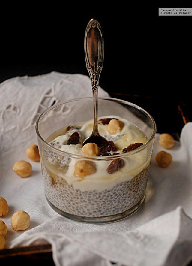 """Llamarlo receta es un poco exagerado, de ahí que simplemente hayamos titulado este post """"pudding de chía, coco y frutos secos para un desayuno saludable"""". Una manera natural, nutritiva y saciante de a"""