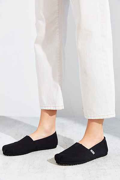 549c98fe2421 TOMS Black On Black Canvas Women s Classics Slip-On Shoe