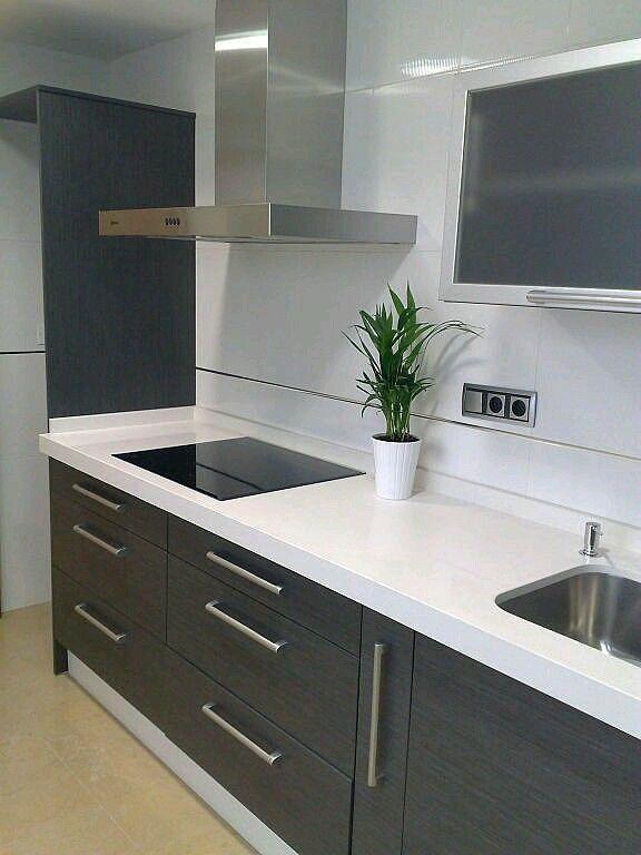 Colores que pegan de muebles y encimera en la cocina con suelo gris ...