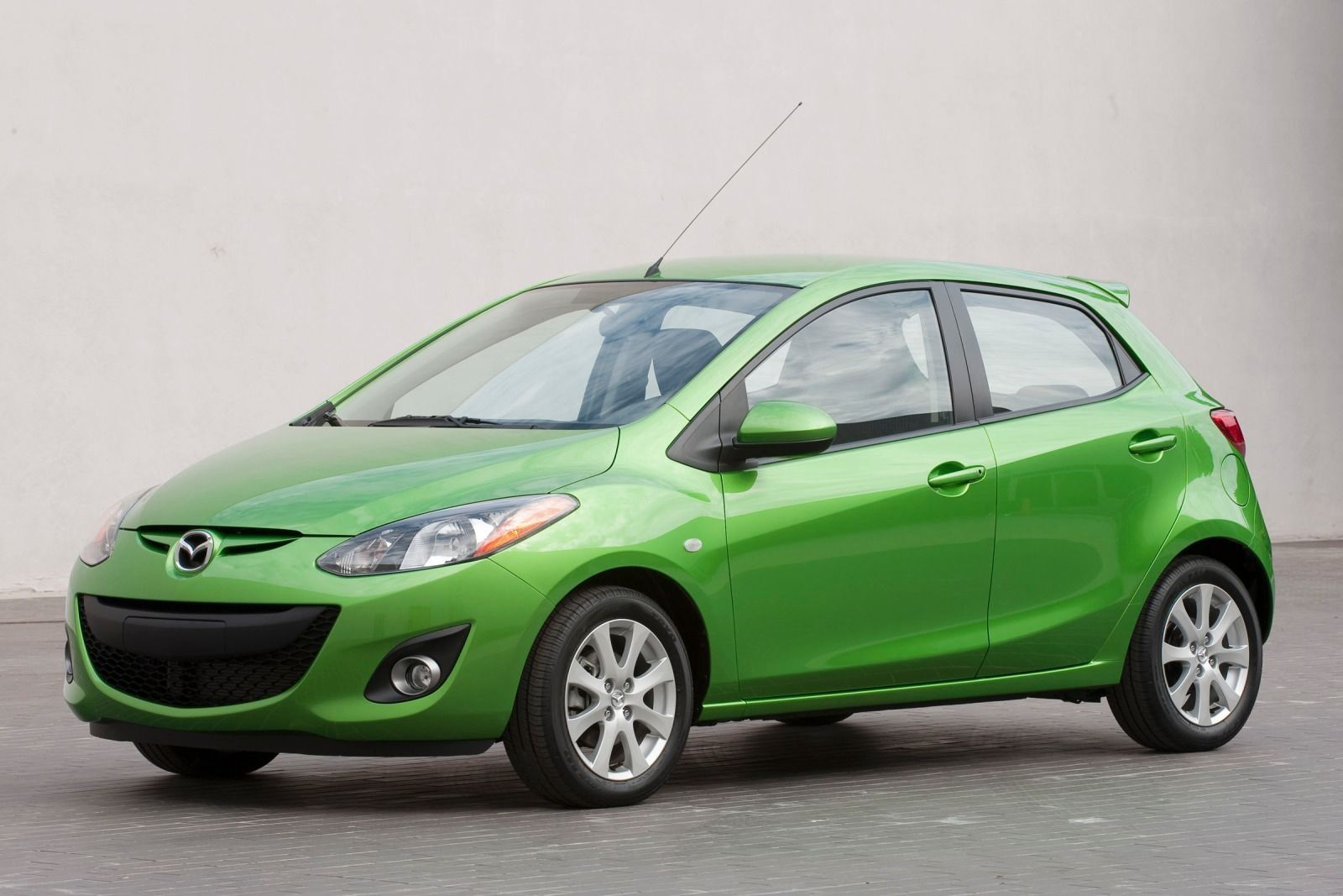 The Mazda 2 Is A 4 Door Hatch In The Compact Car Class Built From 2011 2016 Mazda Mazda 2 Best Convertible Car Seat