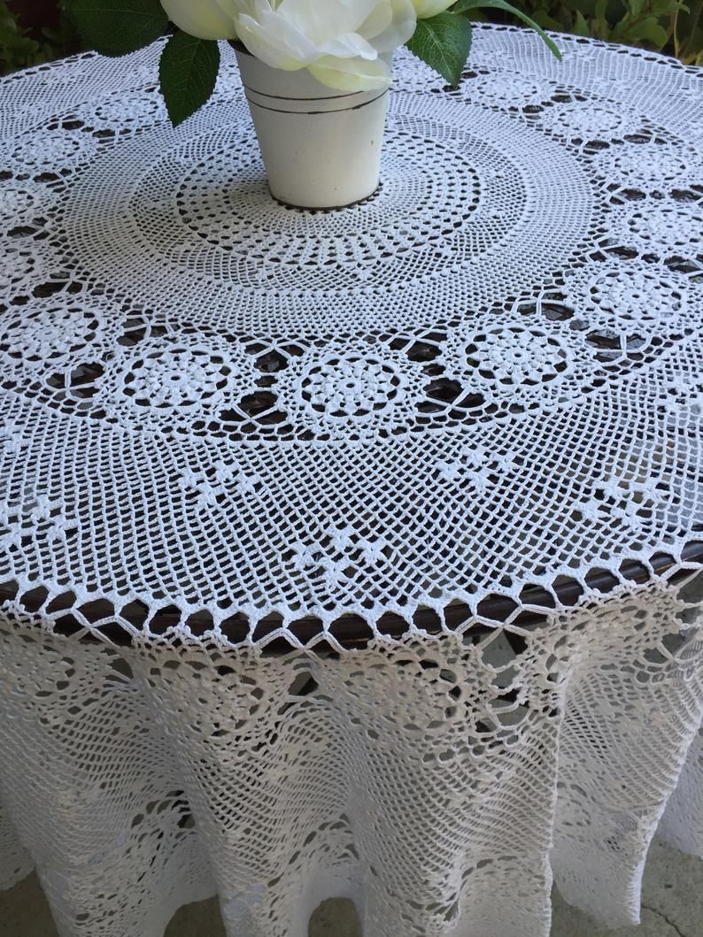 Round White Crochet Lace Tablecloth In 2020 Lace Tablecloth