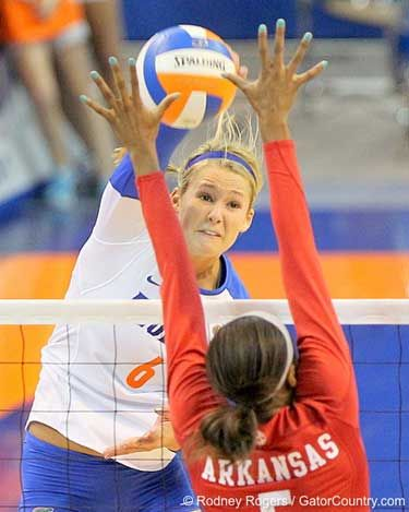 Kristy Jaeckel Spiking The Ball During A Florida Volleyball Match With Images Female Volleyball Players Volleyball Players Volleyball Photos
