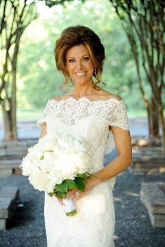 Dominique Sachse The Lovely News Anchor For Kprc Television Here In Houston Got Married Saay With Local Minister Joel Os Officiating