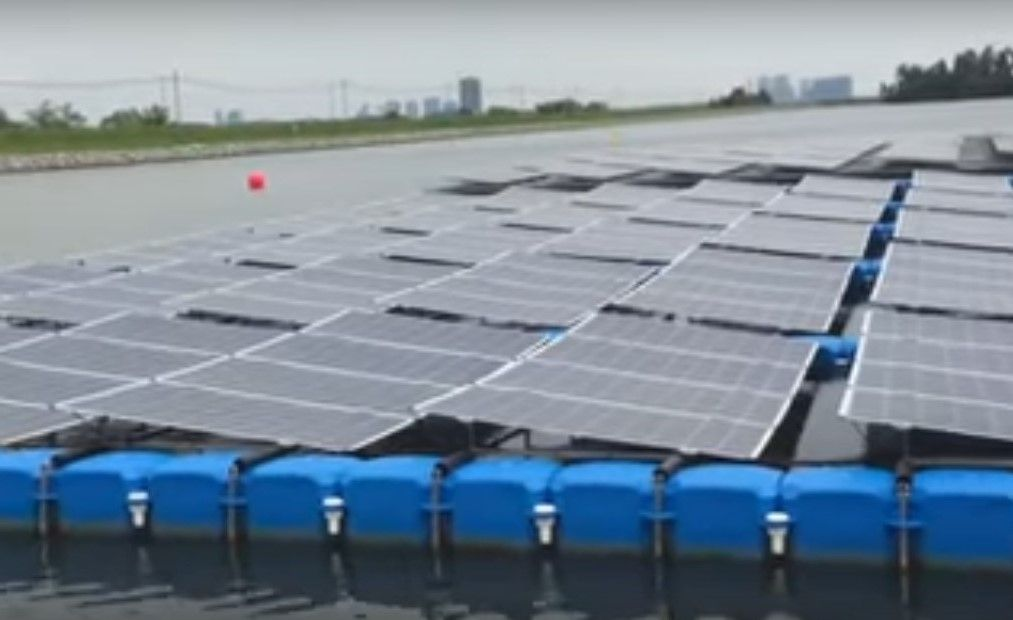 Singapore To Launch World S Largest Floating Solar Panels Solar Solar Panels Floating