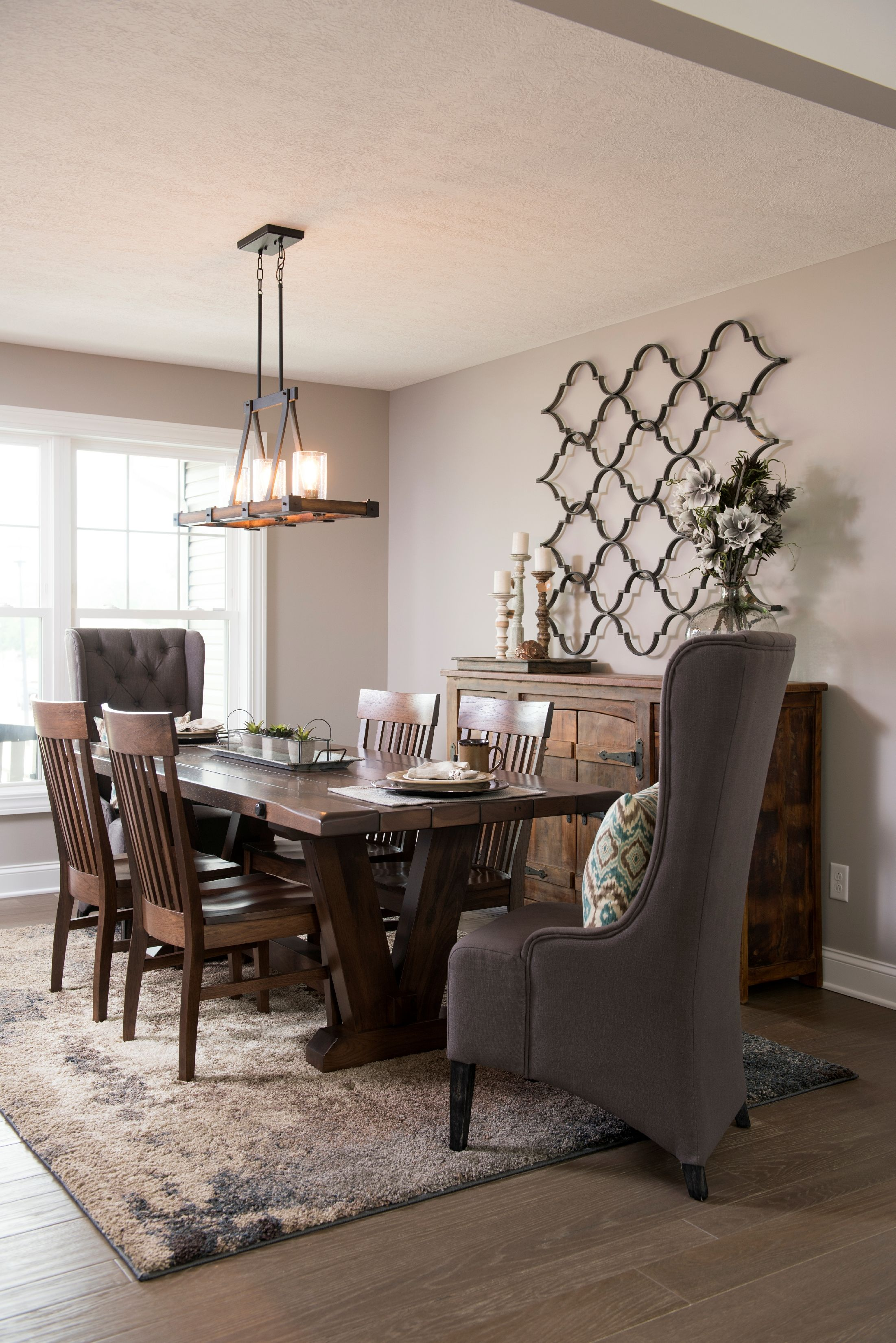 Custom Rug Rustic Traditional Dining Room Set With Reclaimed Prepossessing Traditional Dining Room Chairs Design Ideas