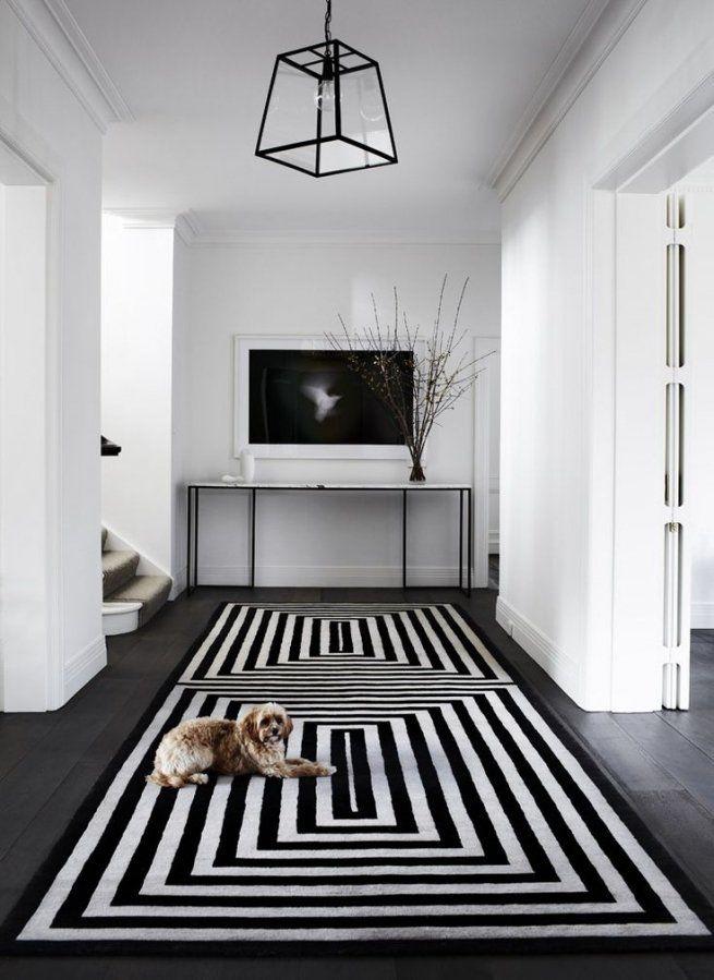 Couloir Noir Et Blanc 5 Idees Pour Creer La Surprise Blog Decoration Tapis Noir Et Blanc Tapis Graphique Noir Et Blanc Tapis Noir