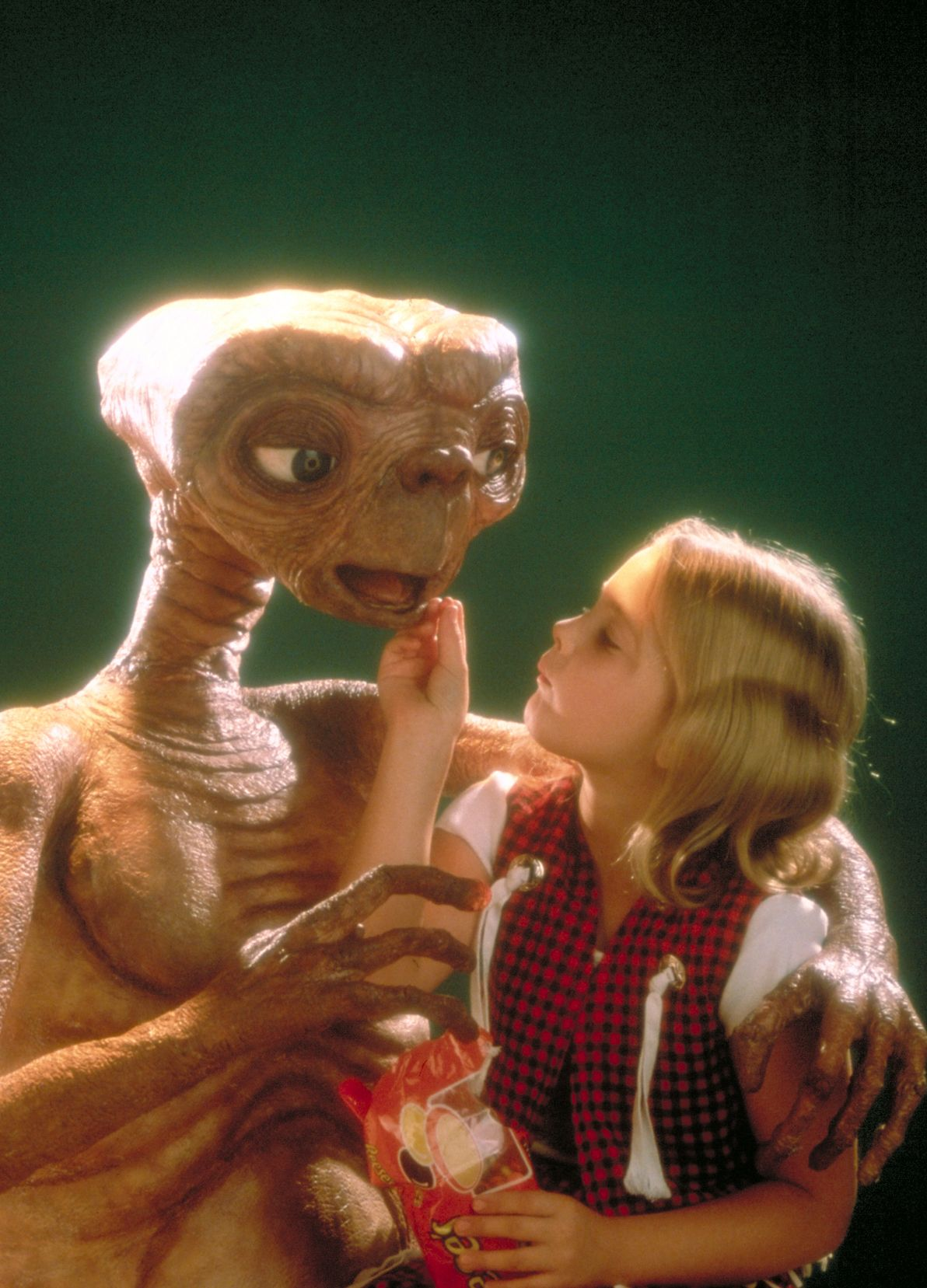 Drew Barrymore In E T The Extra Terrestrial 1982 Et The Extra Terrestrial Extra Terrestrial Drew Barrymore