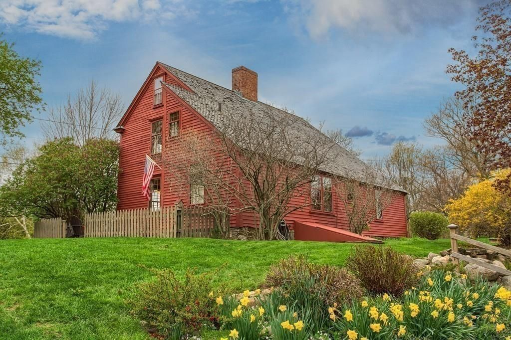 This Cozy, Red Farmhouse Sums Up Everything We Love About New England