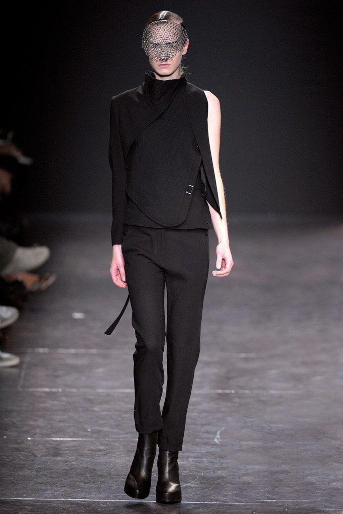 Ann Demeulemeester Spring 2011 Ready-to-Wear Fashion Show - Jenny Sinkaberg