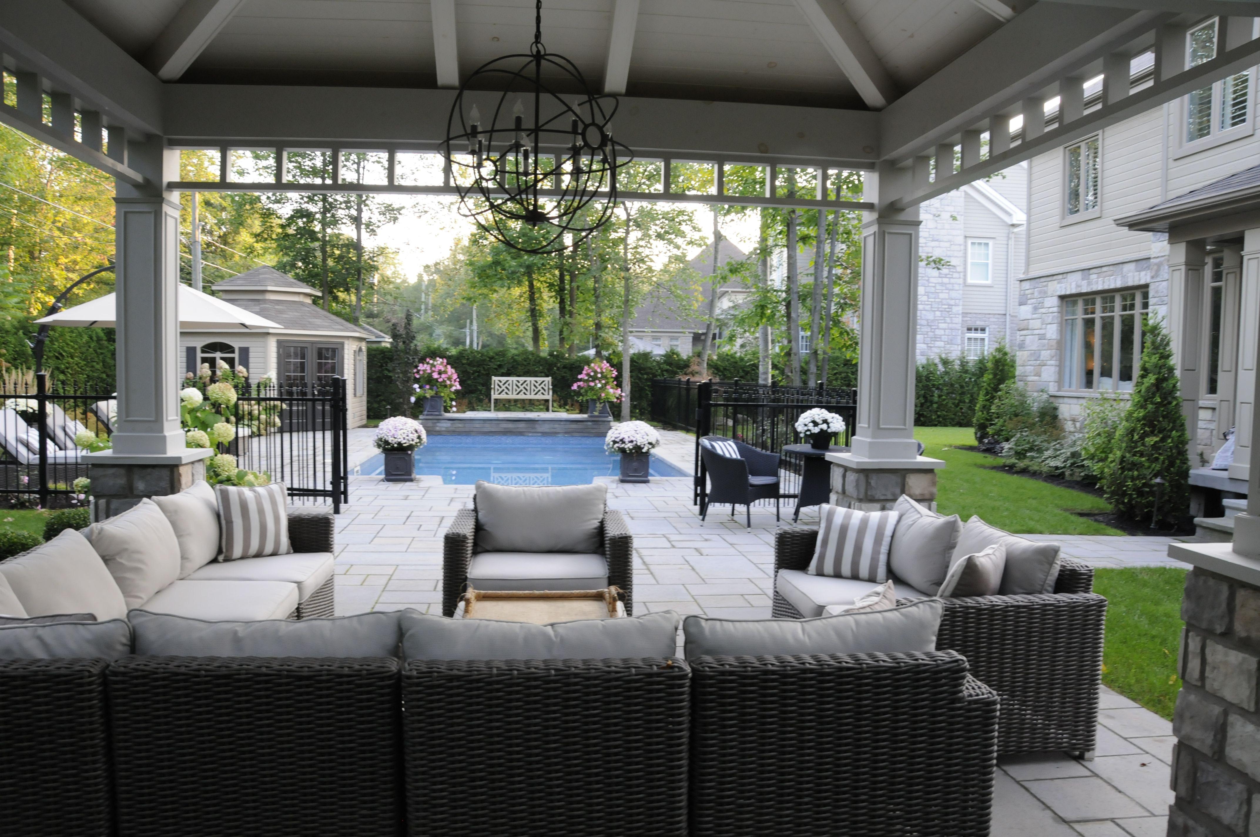 Aménagement Autour Piscine Creusée un aménagement paysager de prestige autour d'une piscine