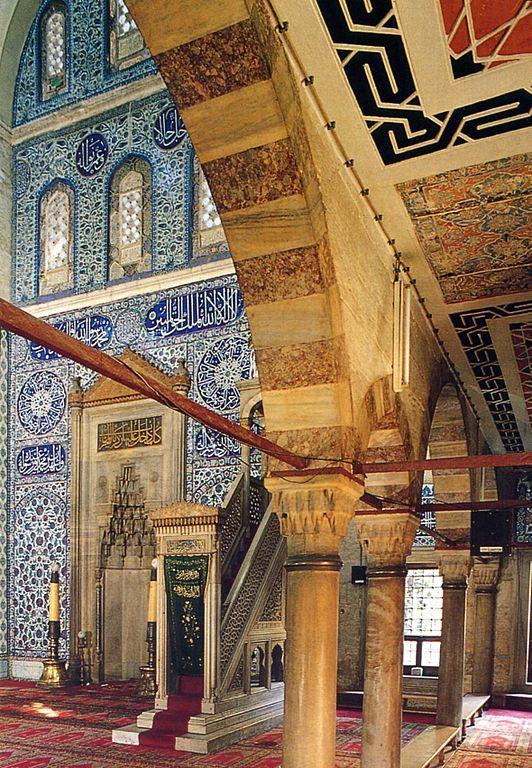 مسجد سكولو محمد باشا هو مسجد عثماني يقع في منطقة الفاتح في اسطنبول تركيا صم مه المهندس العملاق سنان باشا لأجل Mosque Islamic Architecture Architecture Old