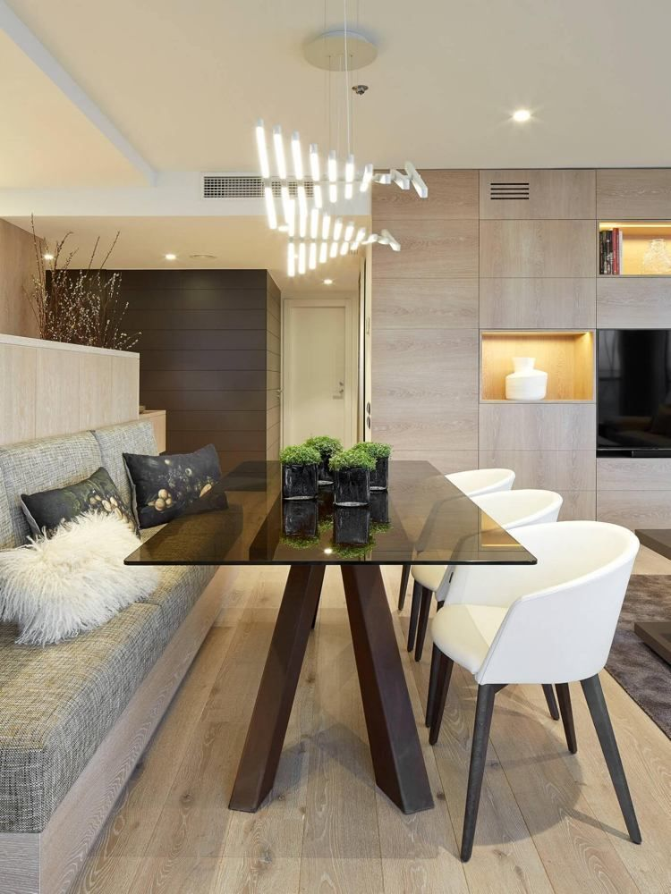 Funktionalen Essplatz Sitzbank Zwei Stuhle Und Esstisch Mit Glasplatte In 2020 Zeitgenossisches Apartment Esstisch Mit Glasplatte Esszimmer Modern