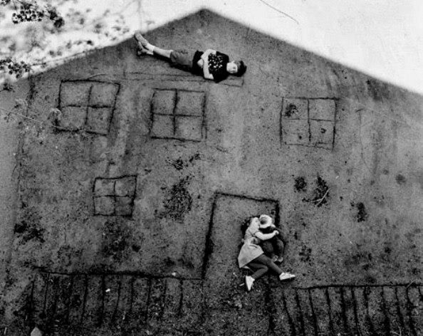 Abelardo Morell. Laura And Brady In The Shadow Of Our House