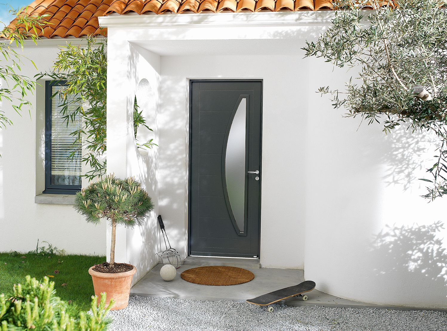 Porte d 39 entr e bois contemporaine mi vitr e alliance d 39 un for Modele entree maison