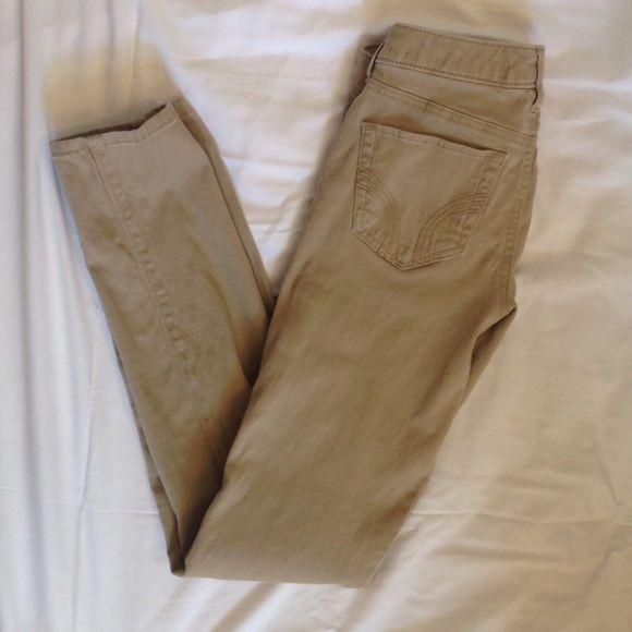 Hollister Khaki Skinny Jeans Khaki colored pants by Hollister. Size 0, never worn. Hollister Pants Skinny